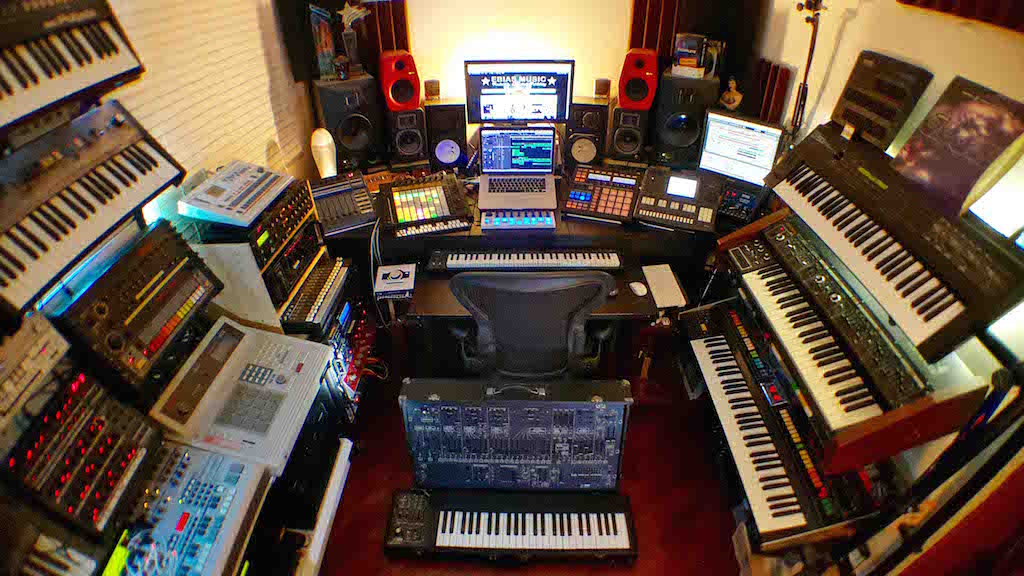 EBIAS MUSIC studio A small